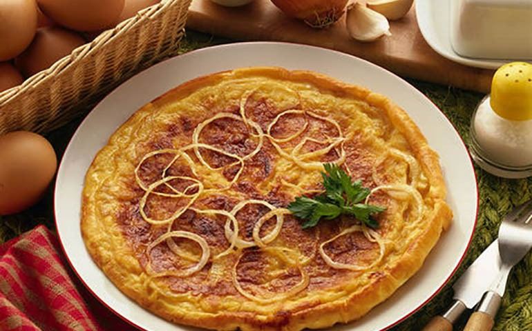 Omelette with onions