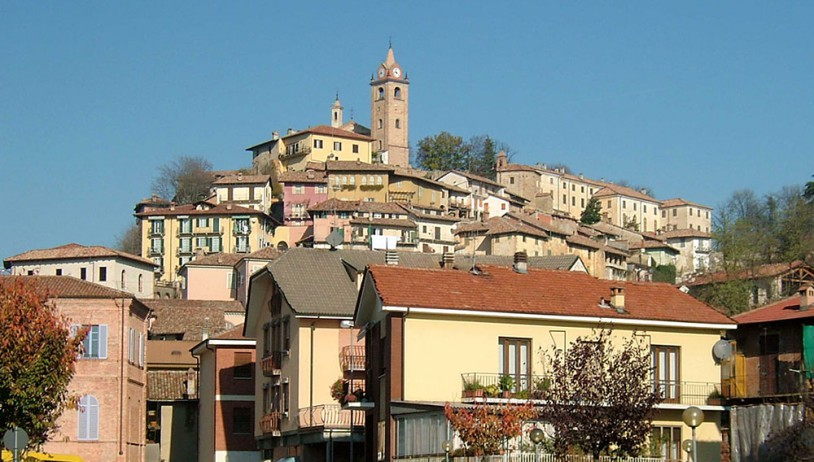 The Monday market in Monforte d'Alba
