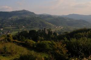 Vesime e i ruderi del castello - foto di Ermesassi