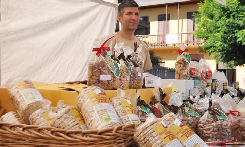 Prodotti tipici al mercato di Monforte d'Alba