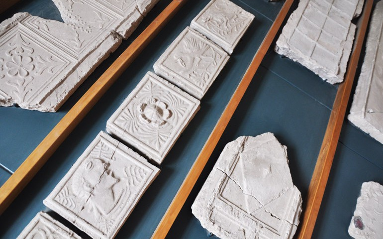 Particolari all'interno del museo dei gessi