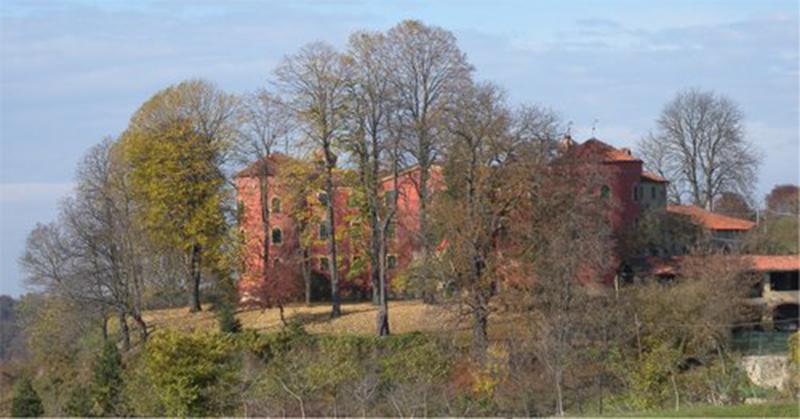 Sale delle Langhe – Il Castello rosso