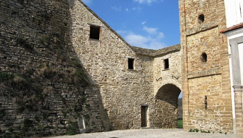 Gorrino village