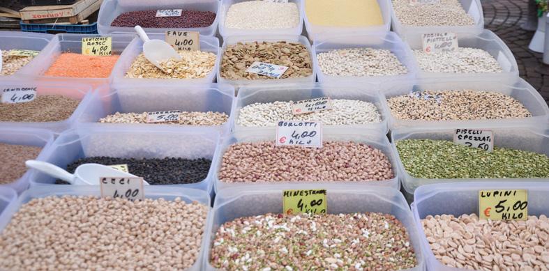 Una notevole varietà di legumi in Piazza Carlo Alberto