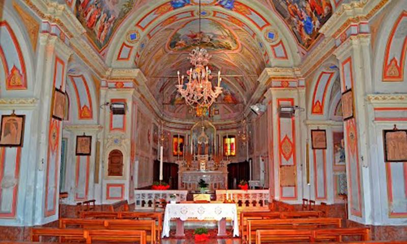 L'interno della chiesa - San Giorgio Scarampi