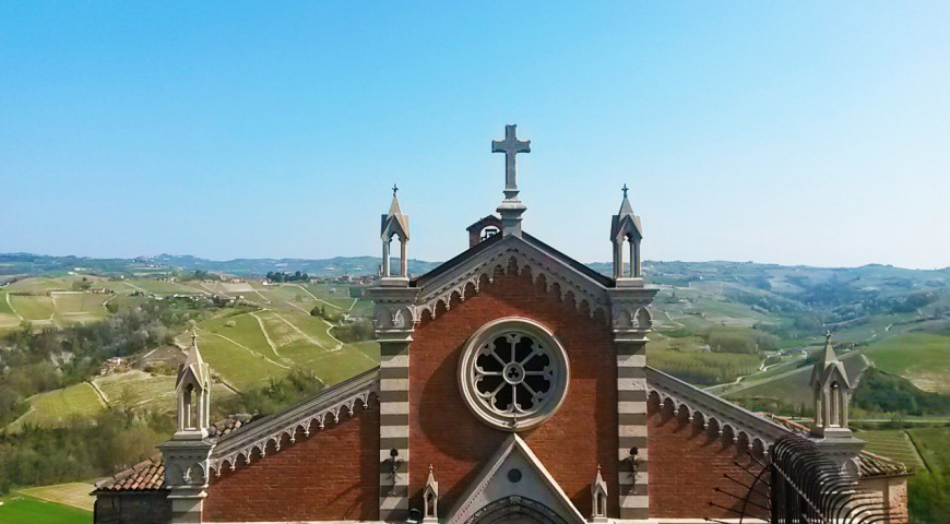 Parish church of San Lorenzo and views of the Langhe