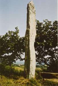 Il menhir di Briaglia alto 4,30 metri
