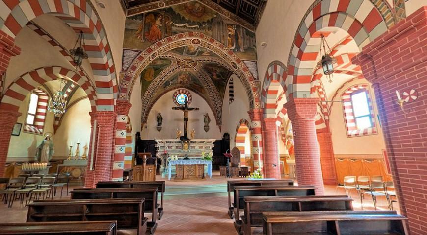 L'interno della parrocchiale della Santissima Annunziata