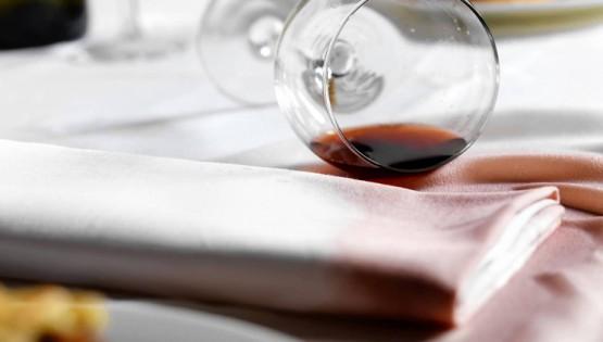 Come rimuovere le macchie di vino?