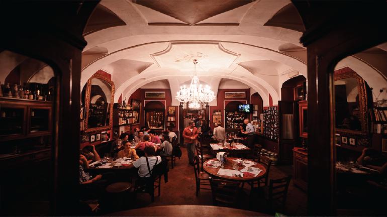 Sala al piano superiore del Caffè Boglione