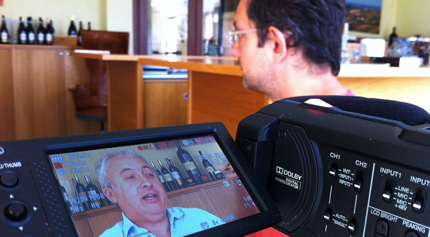 Nemo durante l'intervista ad un produttore di Novello