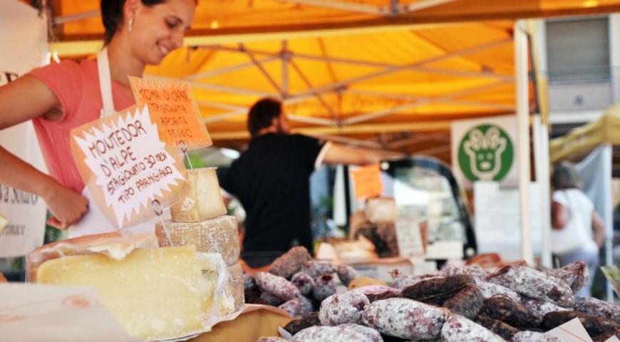 The Soil Market (Mercato della Terra) in Piazza Elvio Pertinace