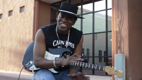 Carvin Jones in concerto