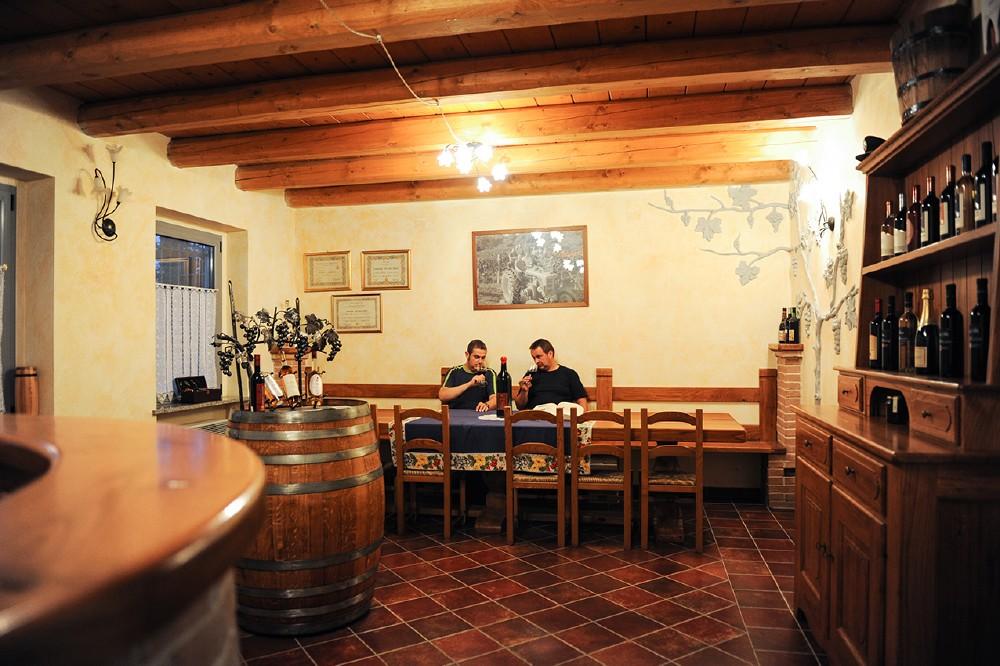 Poderi Vaiot - I fratelli Daniele e Water Casetta nella sala degustazione
