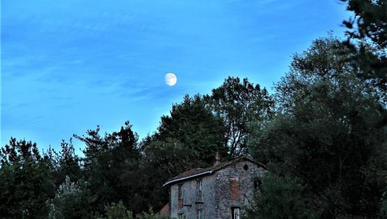 Il tramonto e le stelle sulle colline di Agostino
